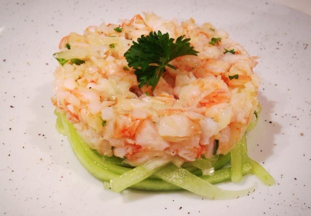 shrimps tartar auf gurkenspaghetti. Black Bedroom Furniture Sets. Home Design Ideas