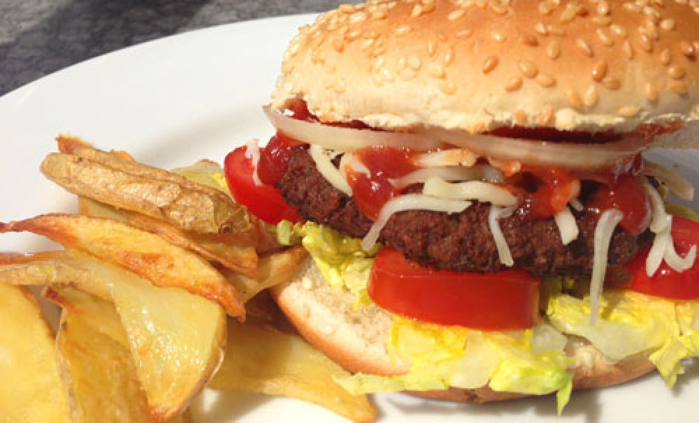 Cheeseburger mit Potato-Wedges